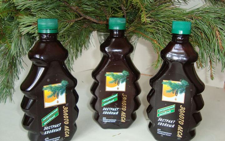 Три бутылки с экстрактом хвои