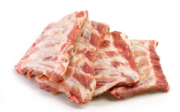 Сырые свиные ребрышки
