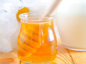 Молоко с медом от горла