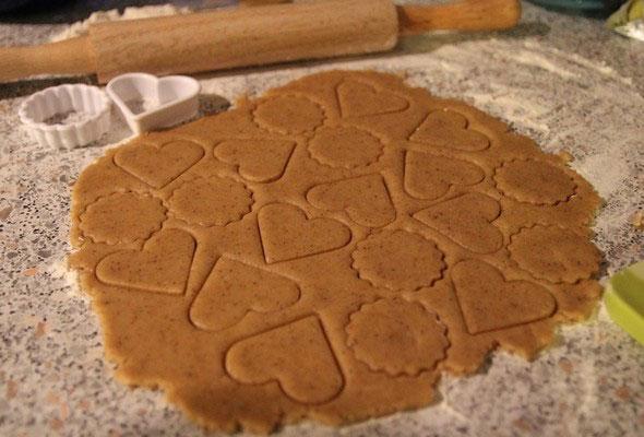 Красивое медовое печенье с корицей