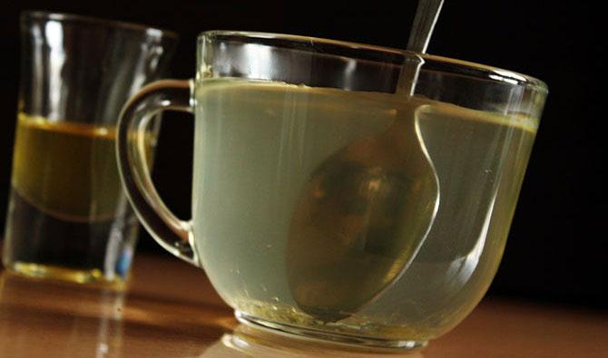 Чашка с медовой водой