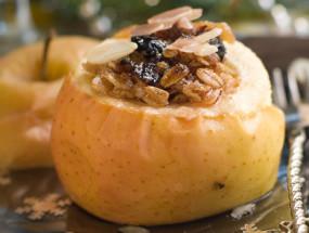 Яблоки с медом и орехами
