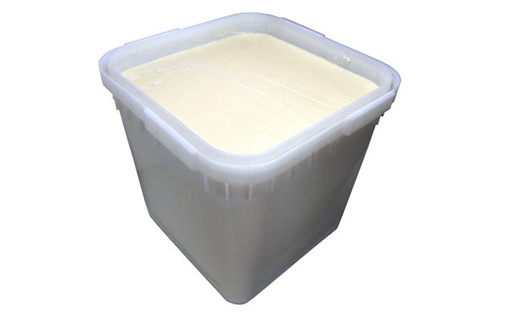 Белый мед в емкости